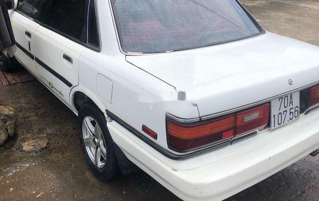 Bán Toyota Camry sản xuất 1987, màu trắng, 75tr3