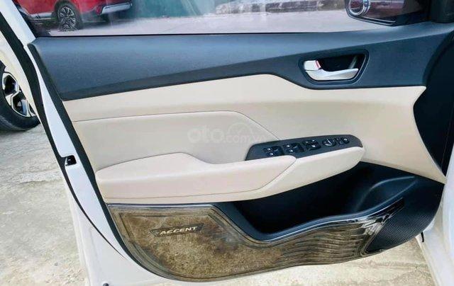 Bán gấp Hyundai Accent đời 2019, màu trắng3