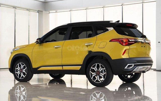 Bán xe Kia Seltos đời 2020, màu vàng 2