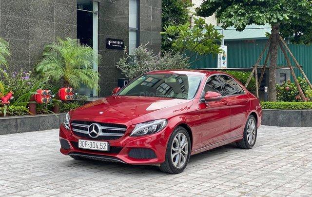 Cần bán xe Mercedes C200 sản xuất 2016, màu đỏ0