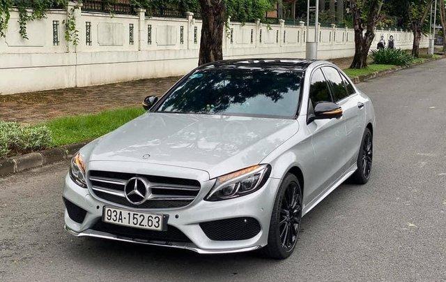 Cần bán gấp C300 AMG 2017, màu bạc0