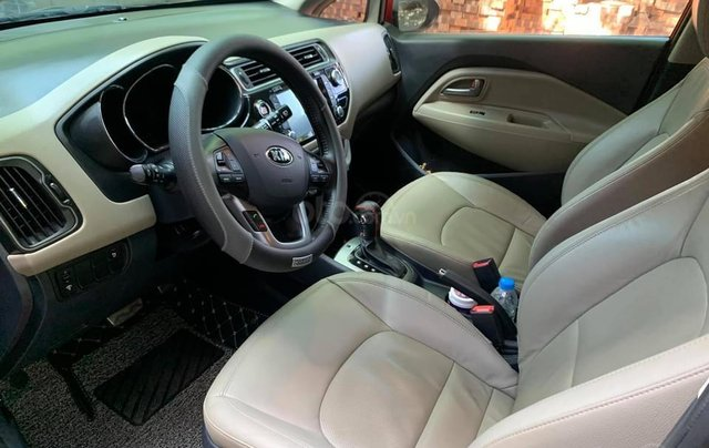Cần bán xe Kia Rio bản hatback full option nhập khẩu 20155