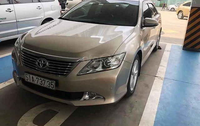 Cần bán lại xe Toyota Camry sản xuất năm 2013 còn mới, 740tr0