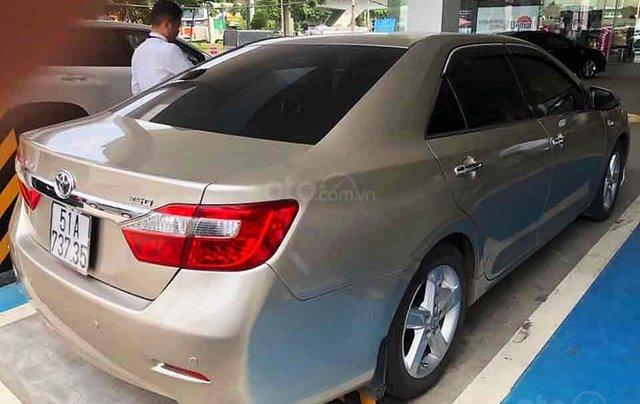 Cần bán lại xe Toyota Camry sản xuất năm 2013 còn mới, 740tr3