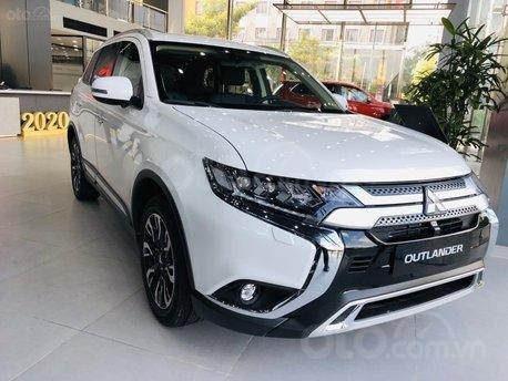 Mitsubishi Outlander 2020 khuyến mãi hấp dẫn cọc ngay trong tháng 120