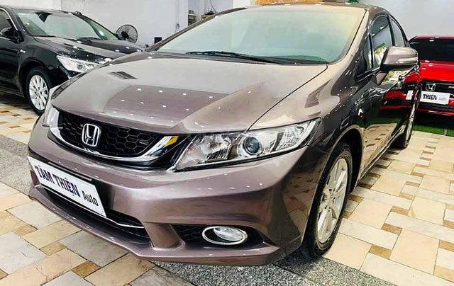 Cần bán xe Honda Civic sản xuất năm 2015, màu nâu còn mới0