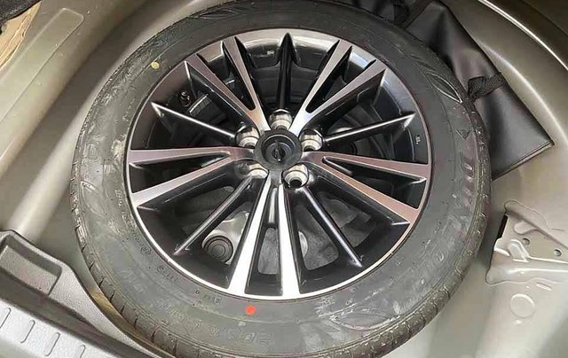 Cần bán xe Toyota Corolla Altis sản xuất 2019, màu đen còn mới giá cạnh tranh3