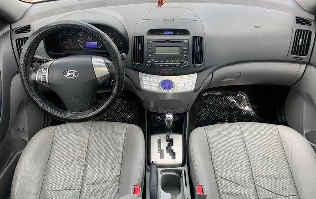 Cần bán gấp Hyundai Avante sản xuất 2013, xe chính chủ giá mềm11