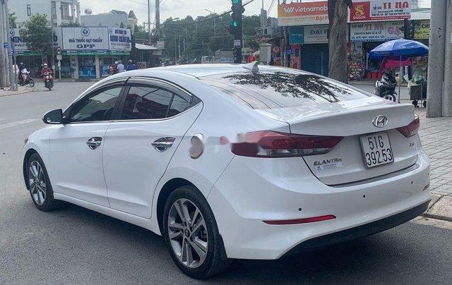 Bán ô tô Hyundai Elantra năm sản xuất 2017, xe còn mới, bao test hãng6