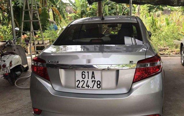 Bán gấp với giá thấp chiếc Toyota Vios sản xuất 2016, chính chủ sử dụng5