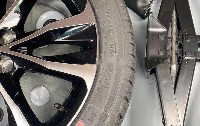Cần bán gấp Toyota Corolla Altis năm sản xuất 2019, biển Sài Gòn, còn đẹp11