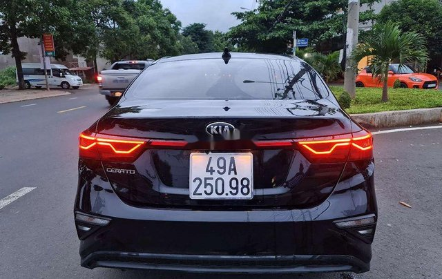 Bán gấp với giá ưu đãi chiếc Kia Cerato sản xuất 2019, xe còn mới hoàn toàn3