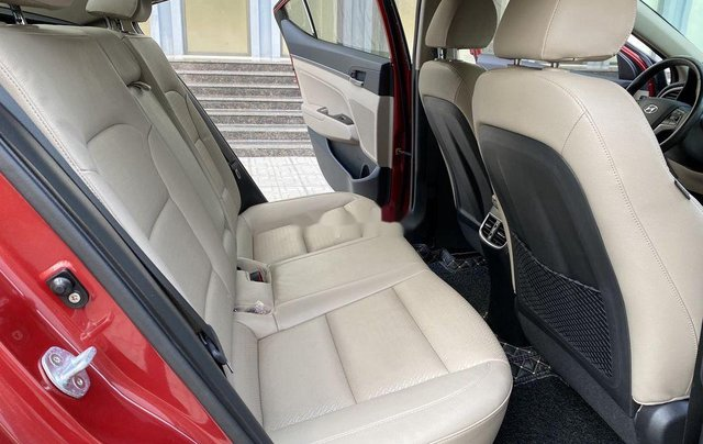 Bán ô tô Hyundai Elantra năm sản xuất 2018, xe chính chủ giá mềm10