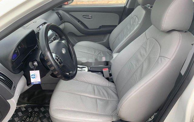 Cần bán gấp Hyundai Avante sản xuất 2013, xe chính chủ giá mềm10