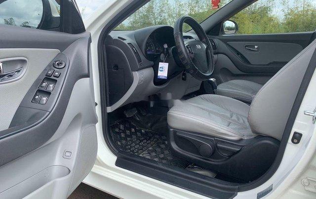 Cần bán gấp Hyundai Avante sản xuất 2013, xe chính chủ giá mềm9