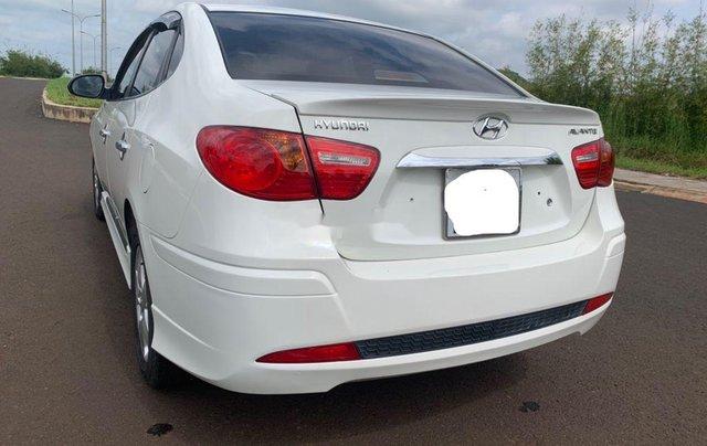 Cần bán gấp Hyundai Avante sản xuất 2013, xe chính chủ giá mềm5