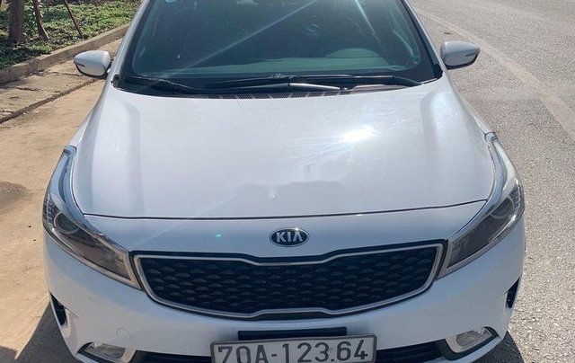 Cần bán lại xe Kia Cerato MT sản xuất năm 2017, xe chính chủ giá thấp2