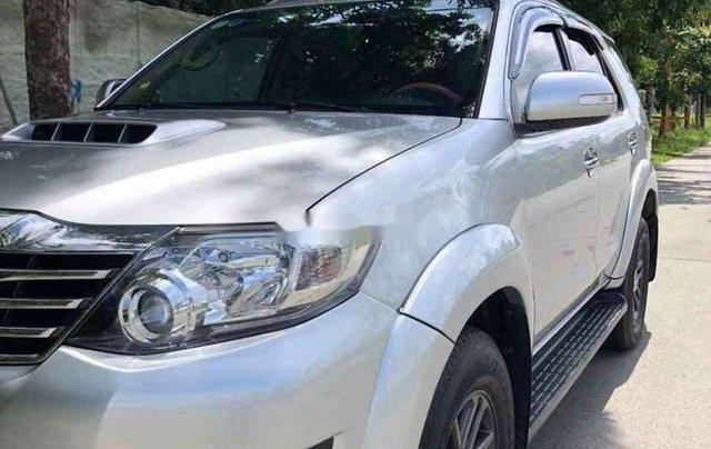 Bán gấp chiếc Toyota Fortuner sản xuất 2019, xe còn mới, giá ưu đãi0