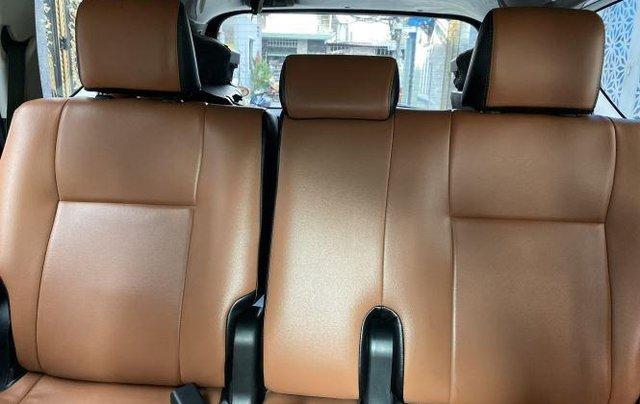 Bán lại xe Toyota Innova 2.0E đời 2019, màu bạc số sàn10
