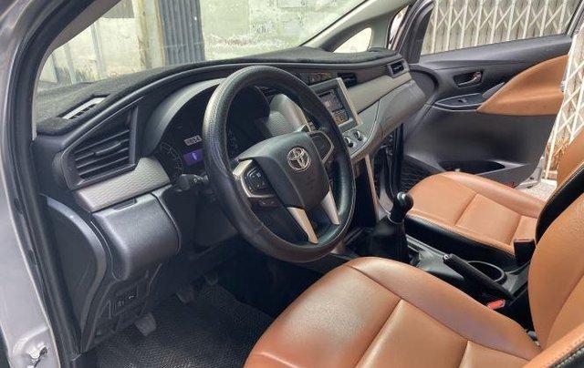 Cần bán lại xe Toyota Innova 2.0E đời 2020, màu xám số sàn, giá 637tr5