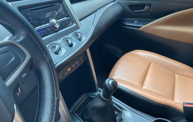 Cần bán lại xe Toyota Innova 2.0E đời 2020, màu xám số sàn, giá 637tr7