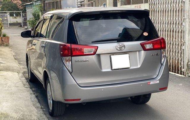 Bán lại xe Toyota Innova 2.0E đời 2019, màu bạc số sàn5