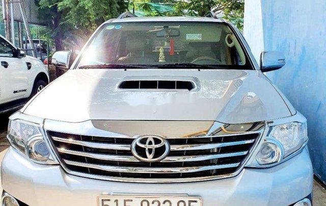 Chính chủ bán Toyota Fortuner năm 2016, màu bạc0