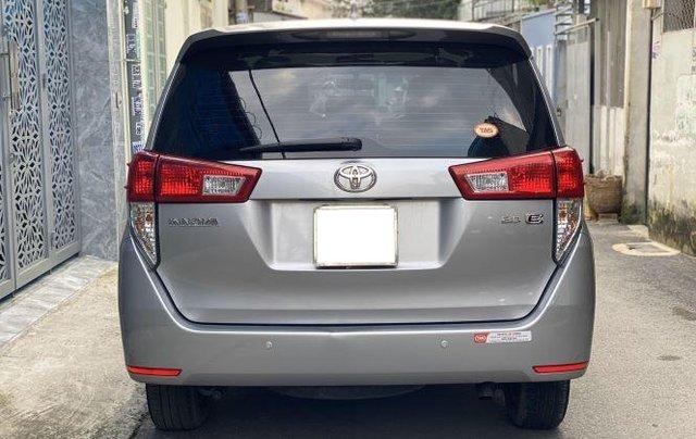 Bán lại xe Toyota Innova 2.0E đời 2019, màu bạc số sàn4