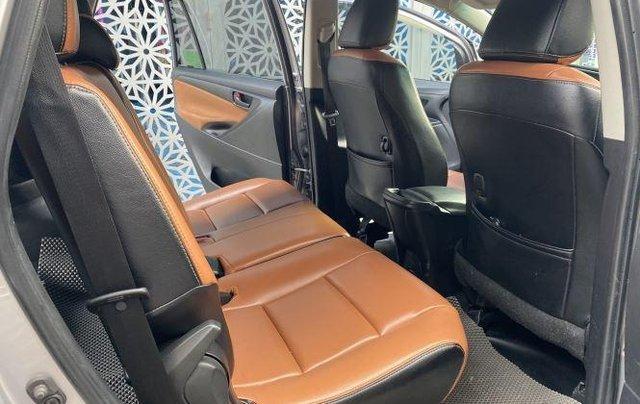 Bán lại xe Toyota Innova 2.0E đời 2019, màu bạc số sàn11