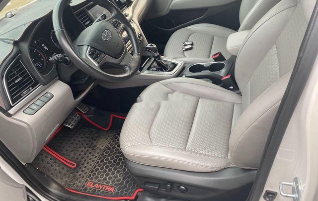 Cần bán Hyundai Elantra đời 2017, màu trắng, nhập khẩu 5
