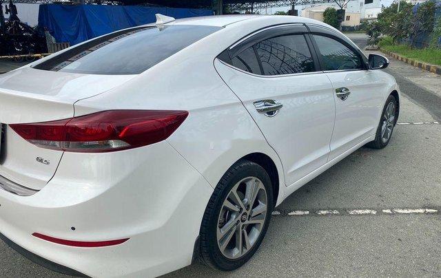 Cần bán Hyundai Elantra đời 2017, màu trắng, nhập khẩu 2