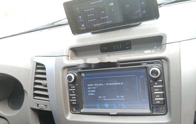 Bán Toyota Hilux sản xuất 2011, màu bạc còn mới4