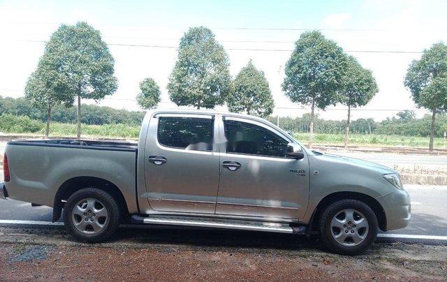 Bán Toyota Hilux sản xuất 2011, màu bạc còn mới1
