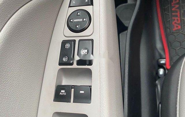 Cần bán Hyundai Elantra đời 2017, màu trắng, nhập khẩu 10