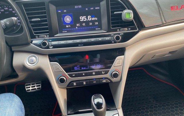 Cần bán Hyundai Elantra đời 2017, màu trắng, nhập khẩu 9