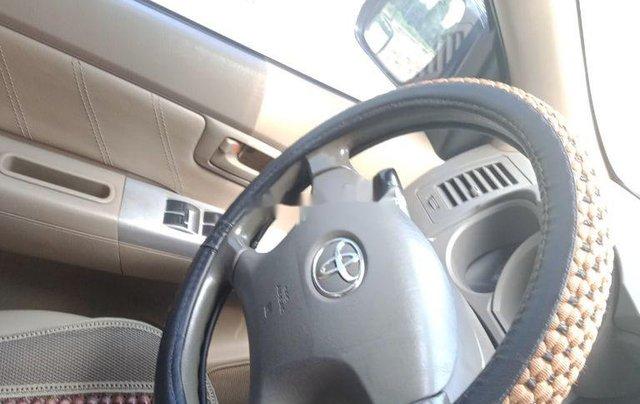 Bán Toyota Hilux sản xuất 2011, màu bạc còn mới6