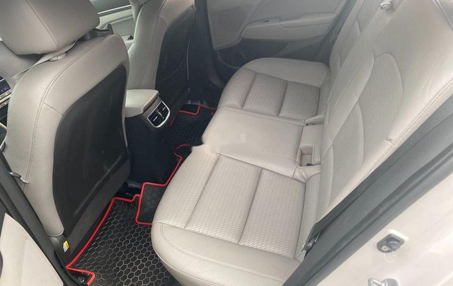 Cần bán Hyundai Elantra đời 2017, màu trắng, nhập khẩu 7