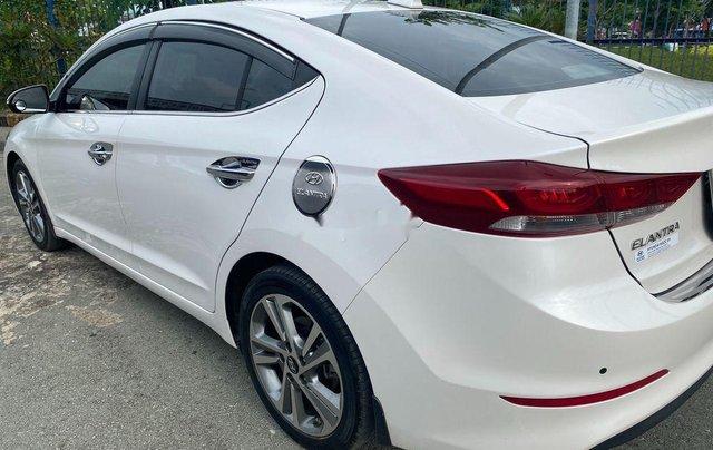 Cần bán Hyundai Elantra đời 2017, màu trắng, nhập khẩu 1