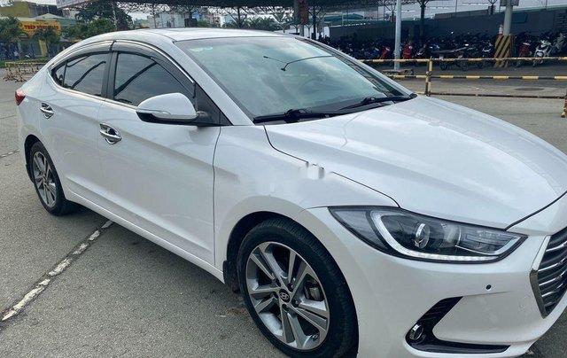 Cần bán Hyundai Elantra đời 2017, màu trắng, nhập khẩu 0