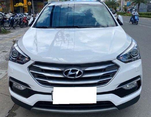 Bán gấp chiếc Hyundai Santa Fe năm sản xuất 2019, xe còn mới, giá ưu đãi6
