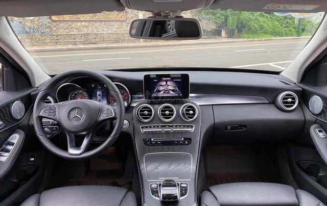 Hỗ trợ mua xe trả góp lãi suất thấp với chiếc Mercedes Benz C200 đời 2018, xe giá thấp, còn mới5