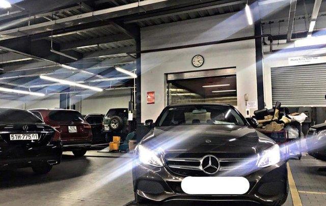 Hỗ trợ mua xe trả góp lãi suất thấp với chiếc Mercedes Benz C200 đời 2018, xe giá thấp, còn mới1