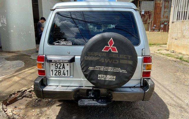 Cần bán lại chiếc Mitsubishi Pajero i4 2.4 đời 2000, giá thấp, xe hoạt động tốt2