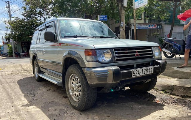 Cần bán lại chiếc Mitsubishi Pajero i4 2.4 đời 2000, giá thấp, xe hoạt động tốt3