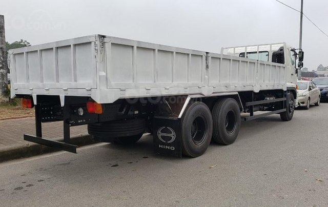 Xe tải Hino 15 tấn thùng lửng2