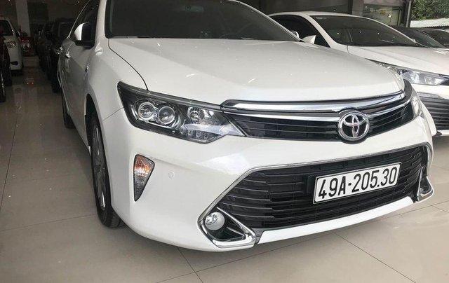 Bán xe Camry 2.5 Q sản xuất 2018, màu trắng0