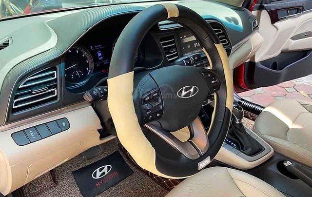 Cần bán Hyundai Elantra sản xuất năm 2019, màu đỏ còn mới, 629 triệu2