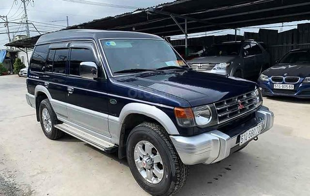 Cần bán gấp Mitsubishi Pajero năm sản xuất 2007, màu xanh lam còn mới0