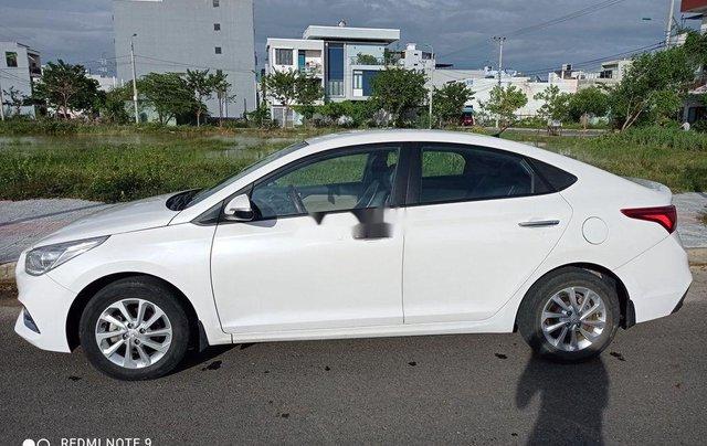 Cần bán Hyundai Accent năm 2018, màu trắng số sàn, giá 395tr0