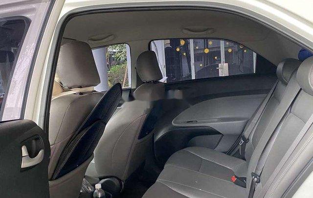 Cần bán gấp Kia Soluto năm sản xuất 2019, màu trắng, số sàn6